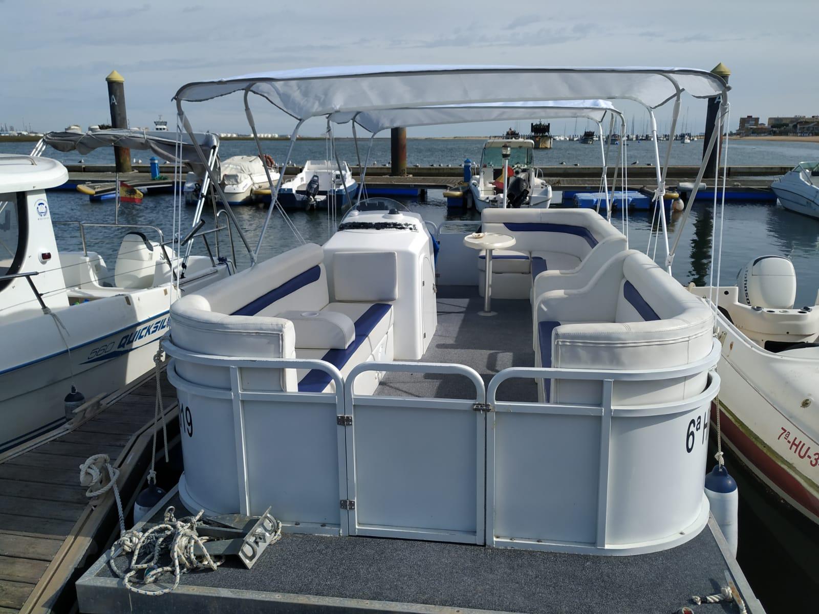 barco de alquiler atracado