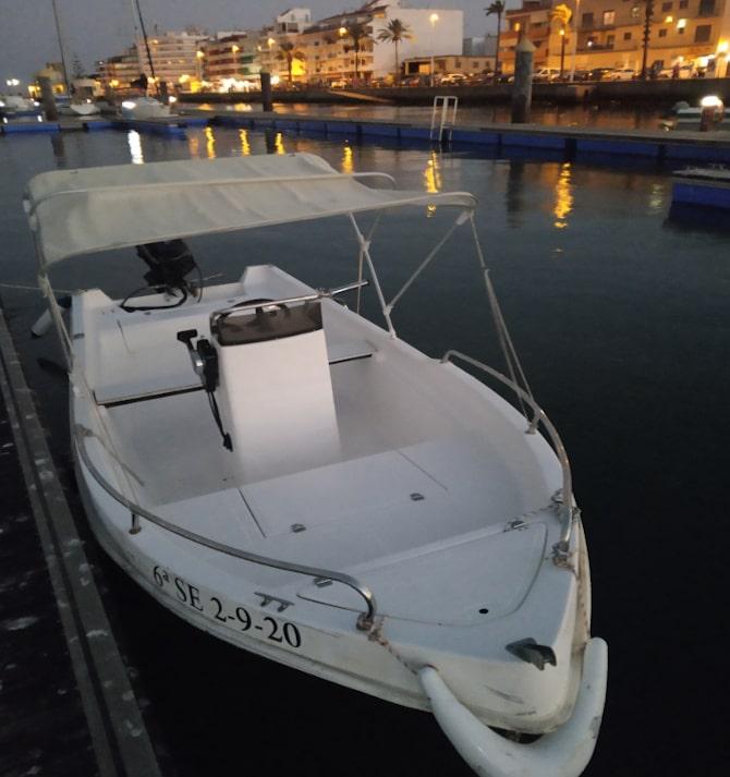 barco de alquiler atardecer
